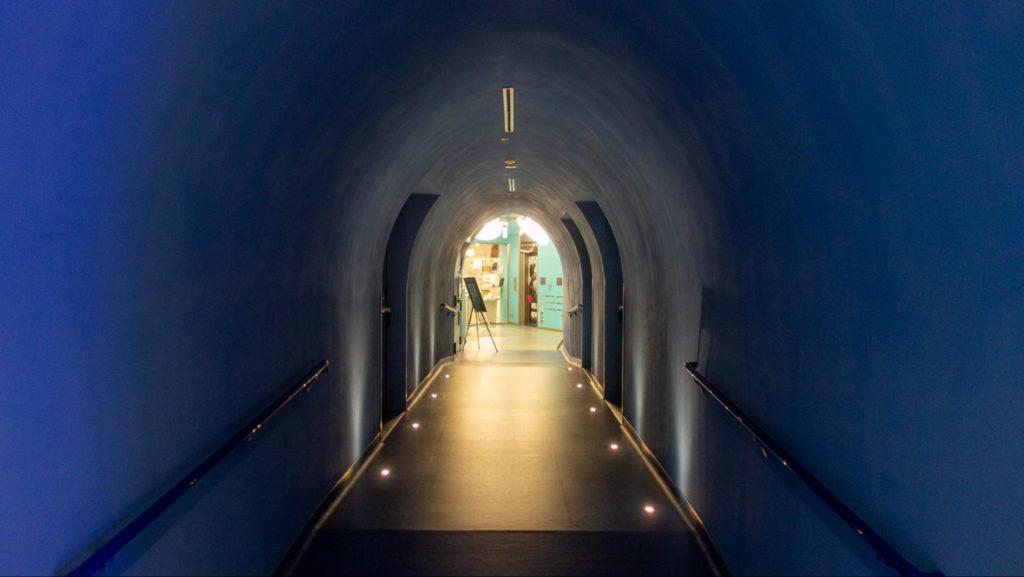 UPLINK吉祥寺のトンネル