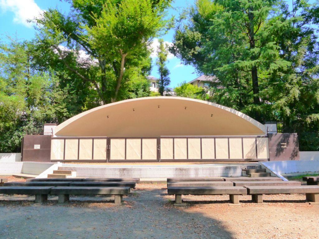 井の頭公園の屋外ステージ