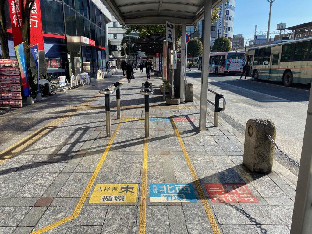 吉祥寺駅前のムーバス乗り場