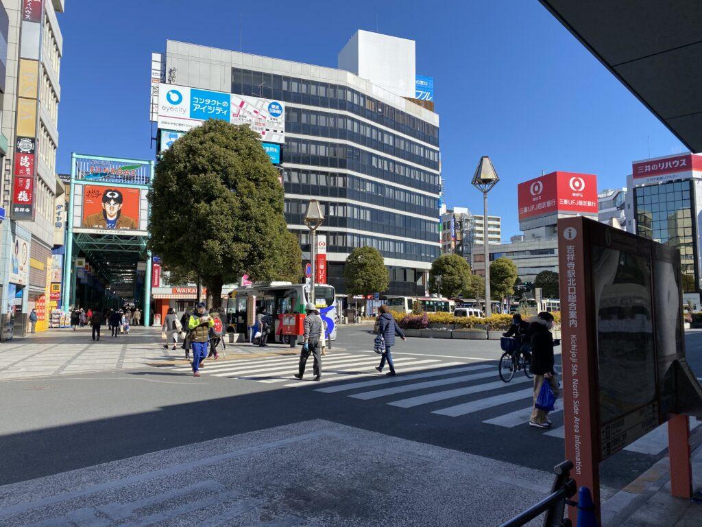 吉祥寺駅前サンロードのムーバス停留所