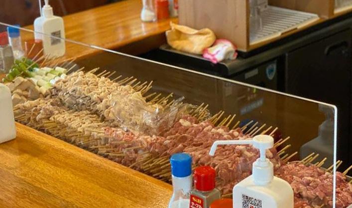 もつ焼や野菜の串の山