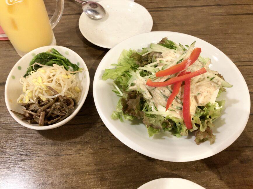 ナムル盛り合わせと韓味楽サラダ