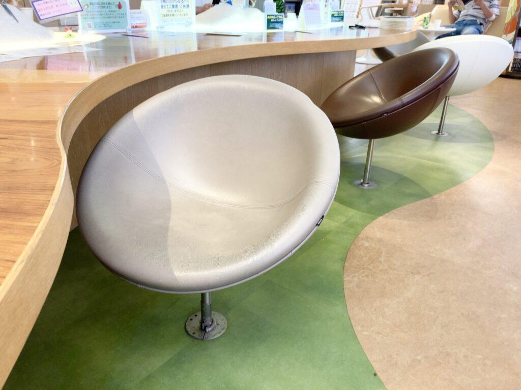 献血ルーム「吉祥寺タキオン」の椅子