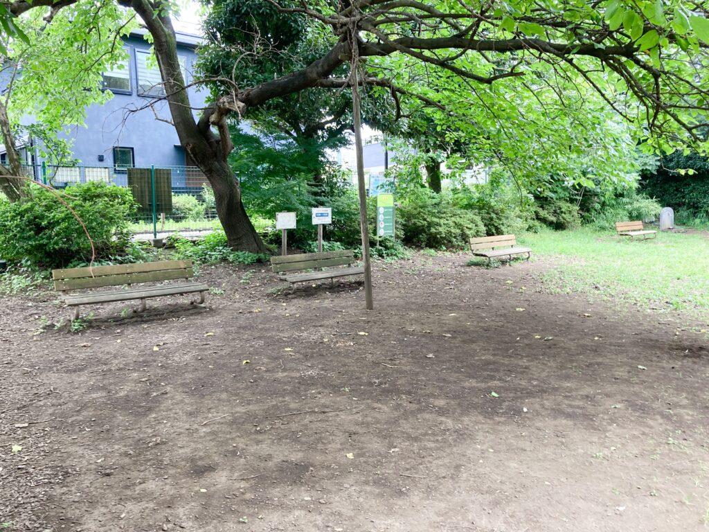 武蔵川公園ドッグランのベンチ